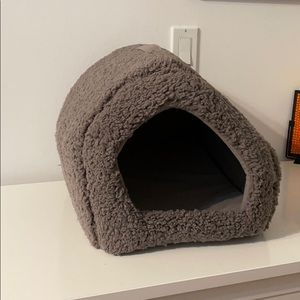 Best friends by Sheri small cat house bed